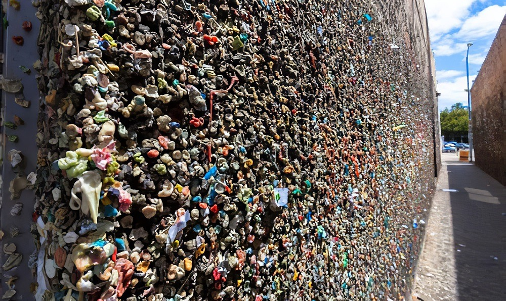 Bubblegum Alley [Things to do in Pismo Beach]